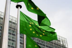 Groene EU-vlaggen voor het Berlaymont-gebouw in Brussel.