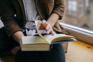 De Sulphur-mens houdt van harmonie - man leest boek