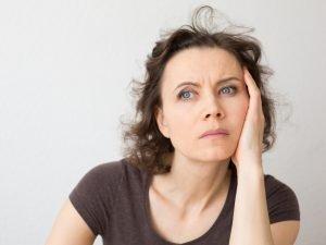 Vrouw premenstrueel syndroom pms menstruatie